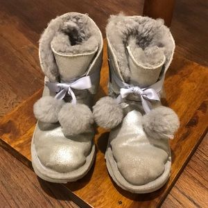 Ugg boots (100% genuine) - great condition, grey